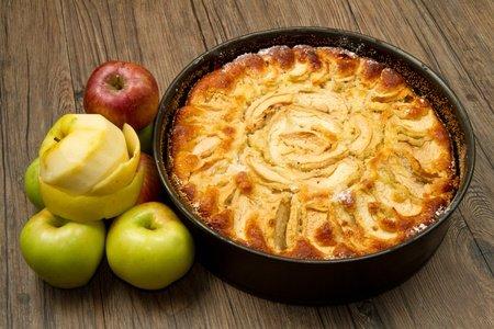 Leckerer Apfelkuchen aus der Springform